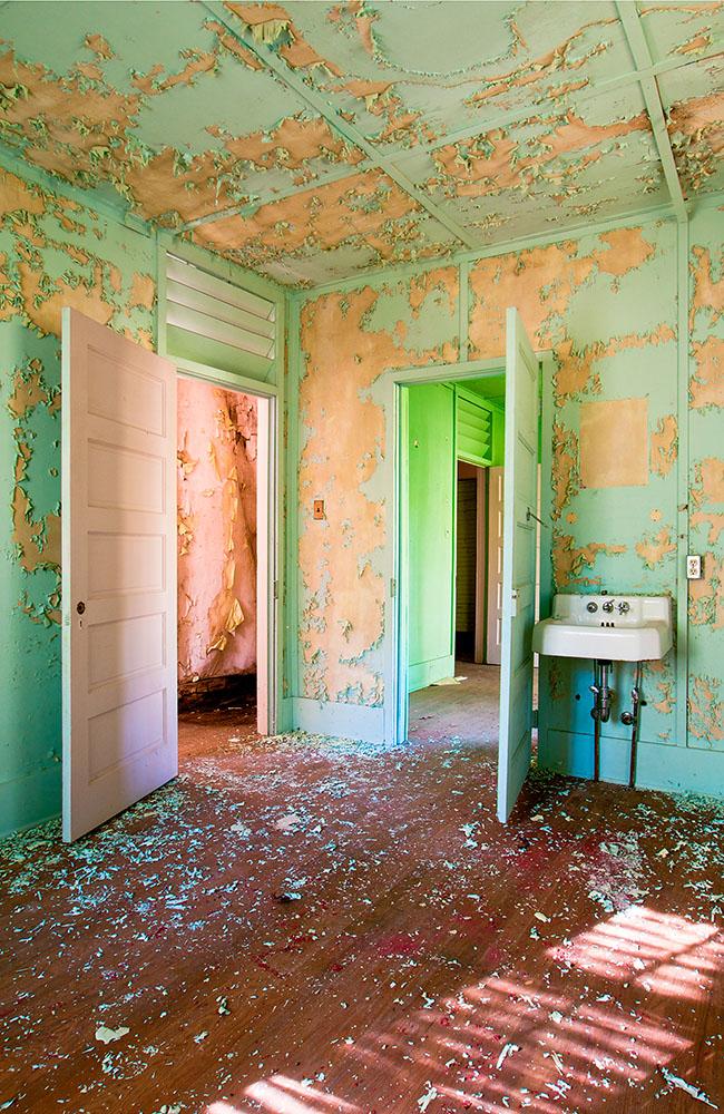2) BATTOCLETTE Wonderland Hotel Annex Room 1