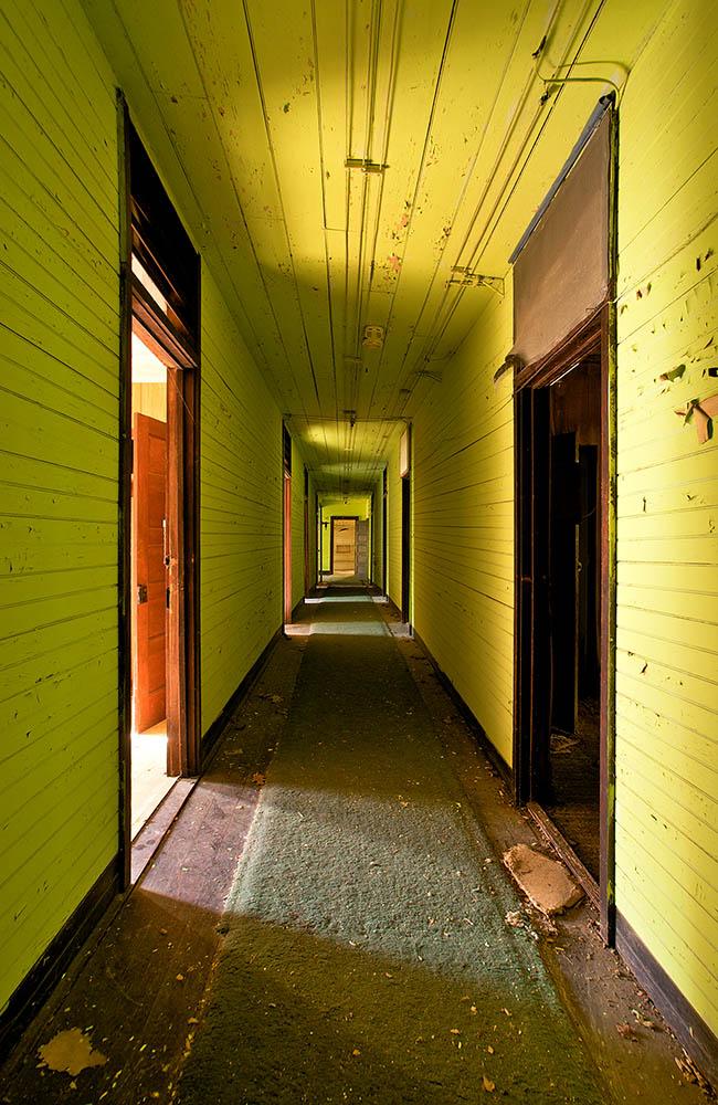 8) BATTOCLETTE wonderland_hotel_annex_hallway