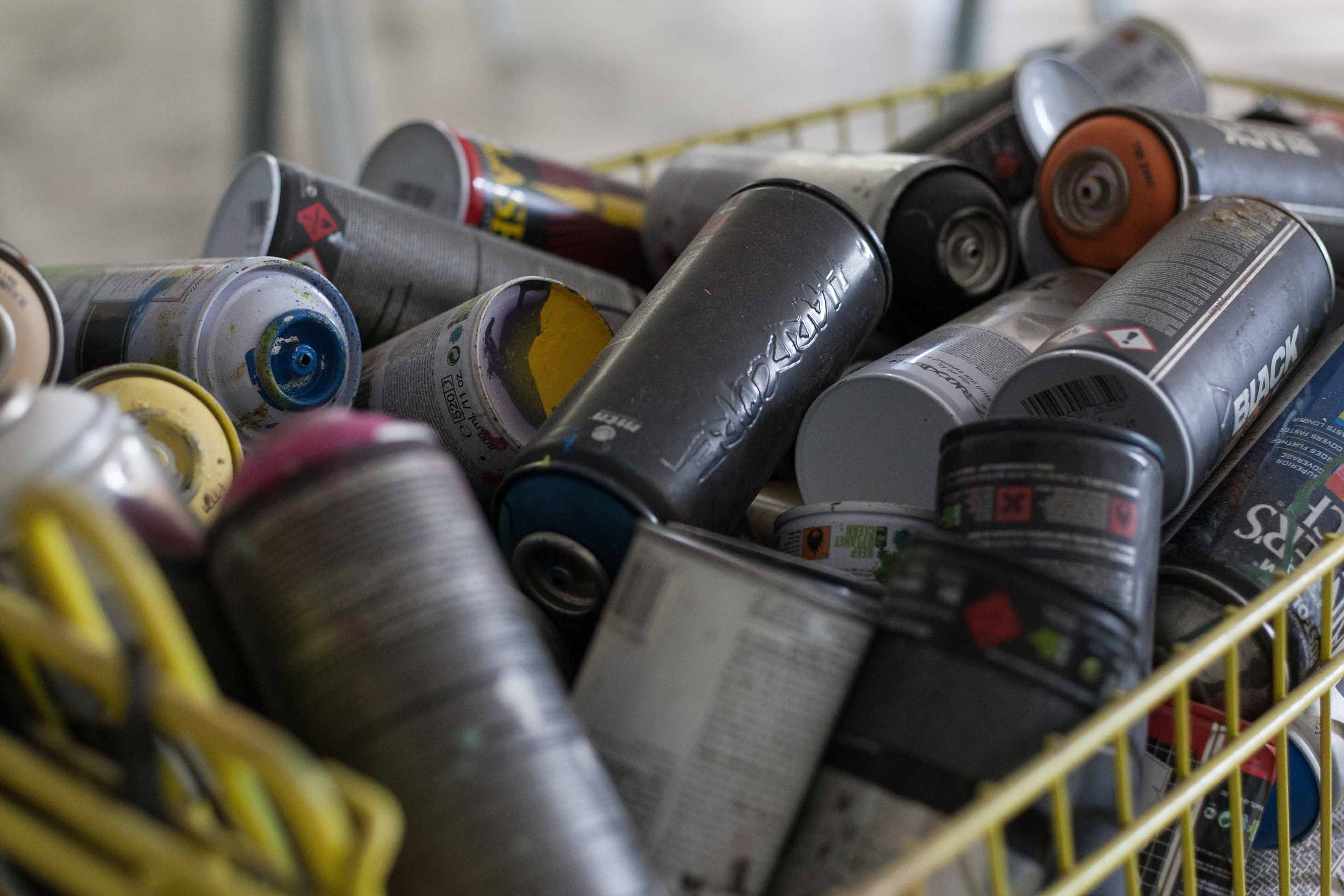 gonzo---spray-cans
