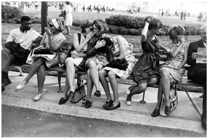 5 Garry-Winogrand-Worlds-Fair-New-York-1964