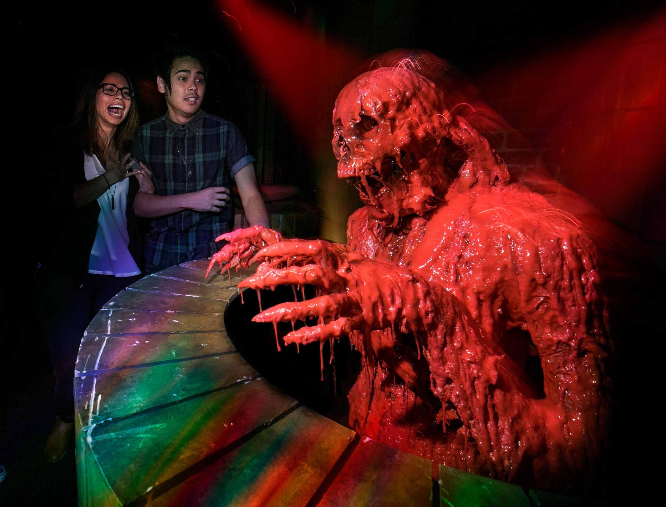 A-scene-From-Universal-Studios-Halloween-Maze,-Crimson----Peak