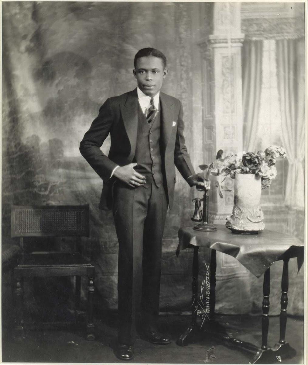 6 Vanderzee-YoungManWTelephone-1929